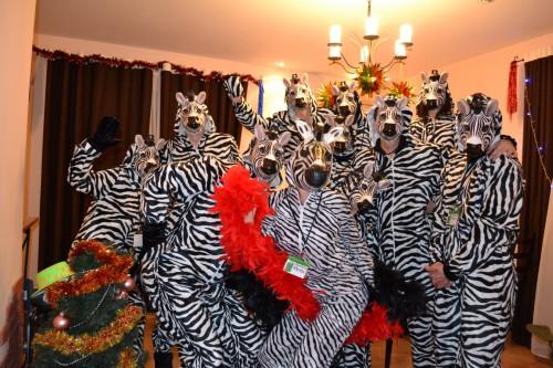 Человек-зебра и плакальщица вошли в список самых странных профессий в мире